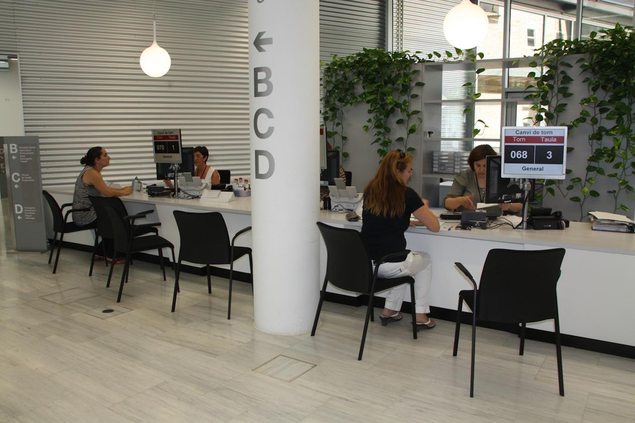 L 39 oficina d 39 atenci ciutadana a girona rep m s de 550 for Oficina de extranjeria girona